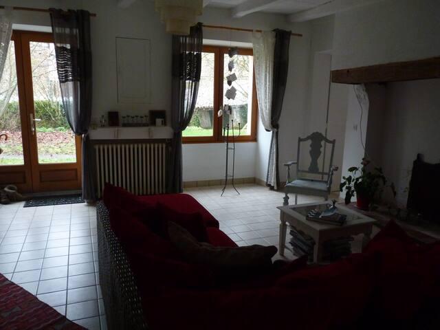 Maison dans  une village medival - Château-Larcher - House
