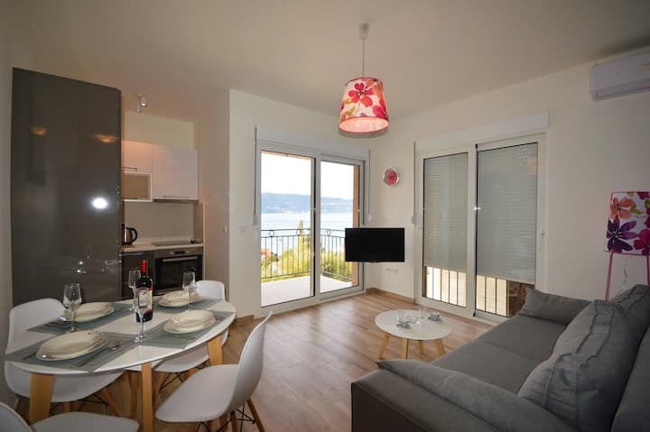NOVI - Apartment with Sea View 2