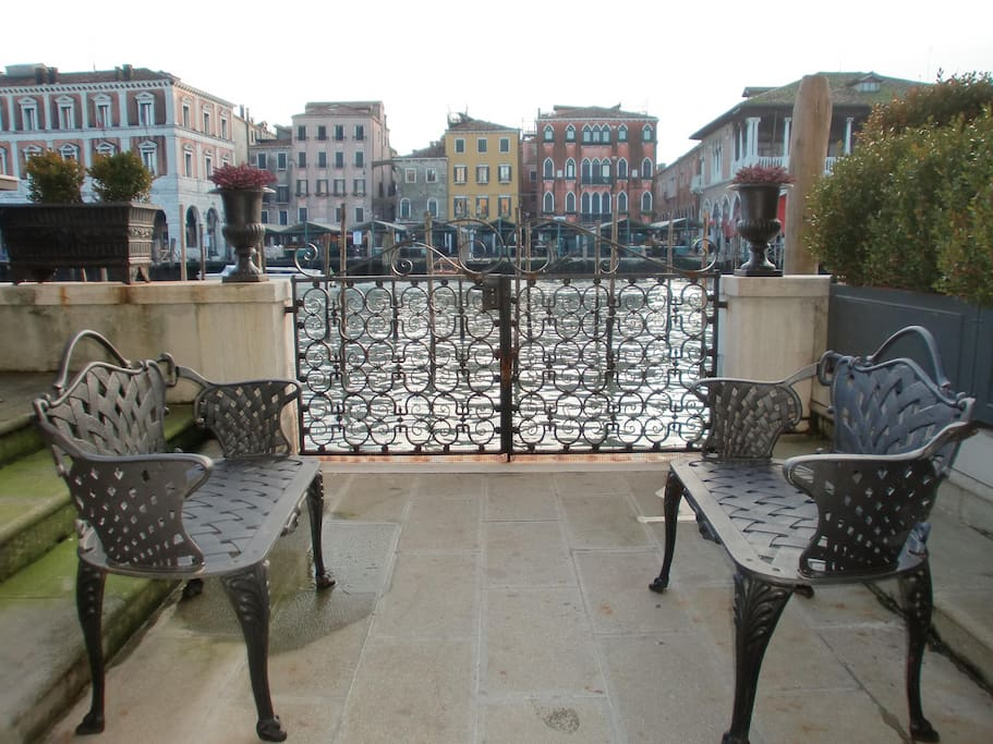 Terrace: get relax watching the Grand Canal.