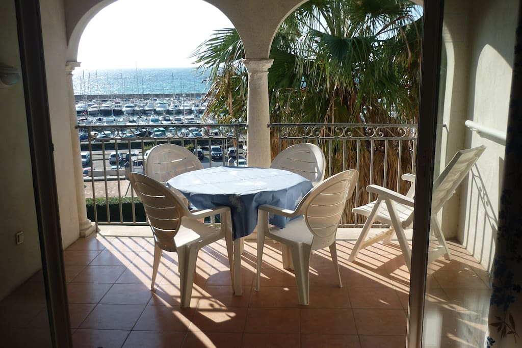 cote d 39 azur 100 m de la mer appartements louer six fours les plages. Black Bedroom Furniture Sets. Home Design Ideas