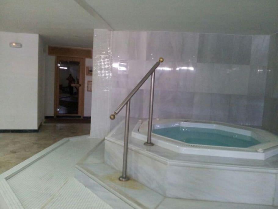 sauna y jacuzzi comunitarios