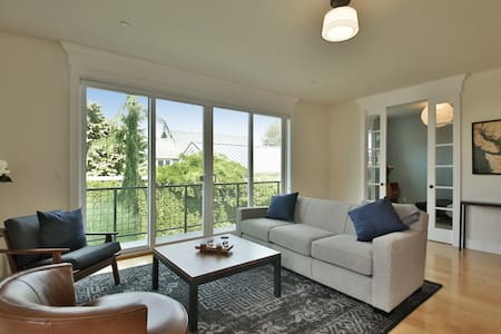 Condo in the Charming Seaside Town of Langley - Kondominium
