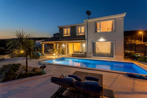 HILLSIDE villa with sea view and heated pool