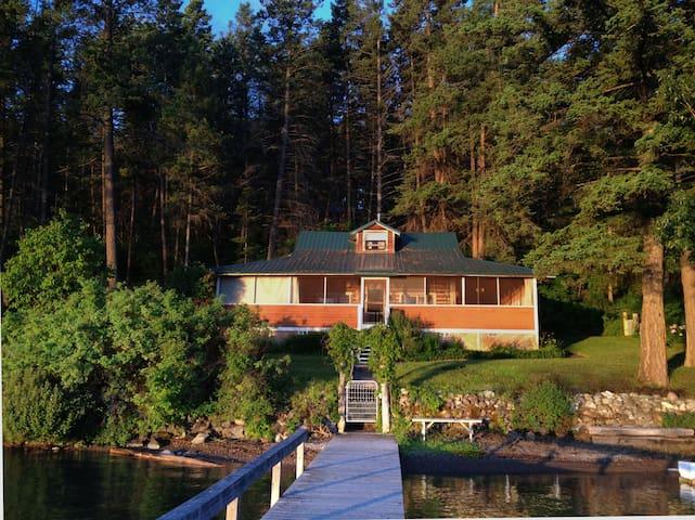 Authentic Montana  Lake Cabin - Lakeside - Cottage