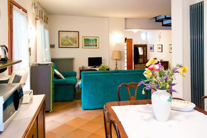 "Casa ""Lea"" centro storico medievale - Castelfranco Veneto - House"