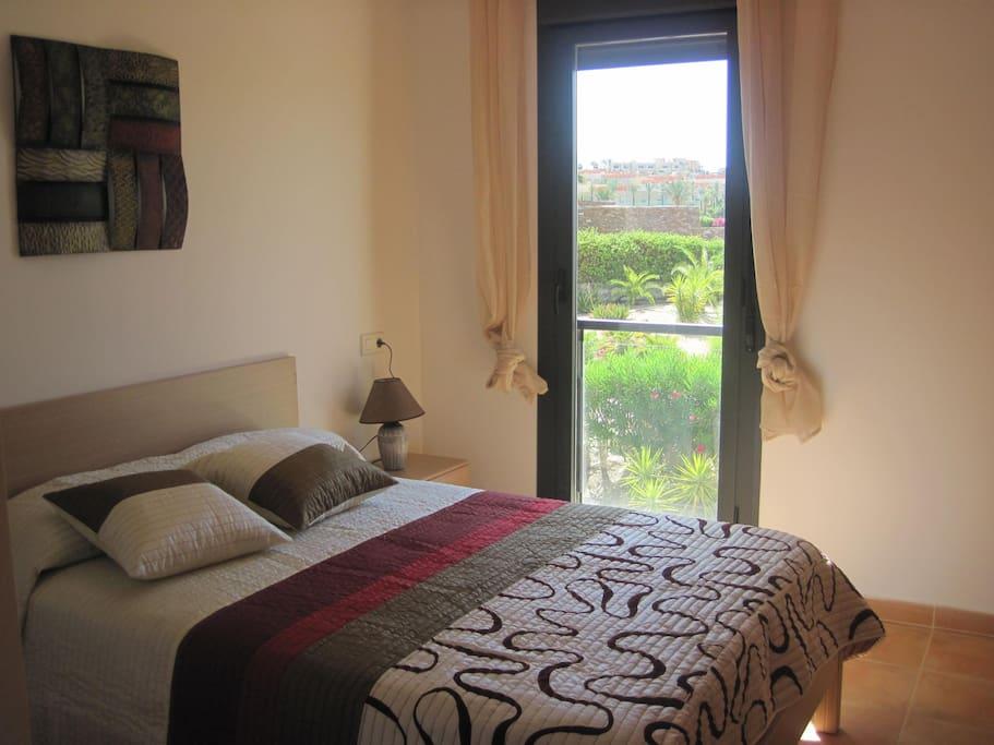 Dormitorio Principal con vista al jardin