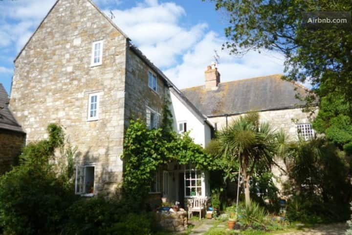 Lovely old house Jurassic coast 2 bedrms 2-4 pers