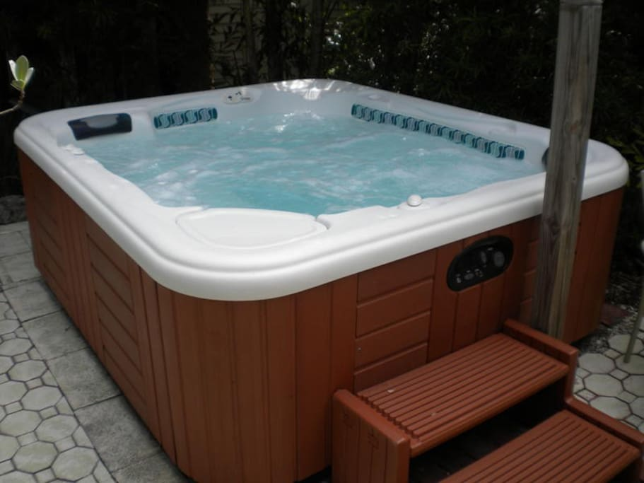 A warm or cool jacuzzi, great for after a day at the beach
