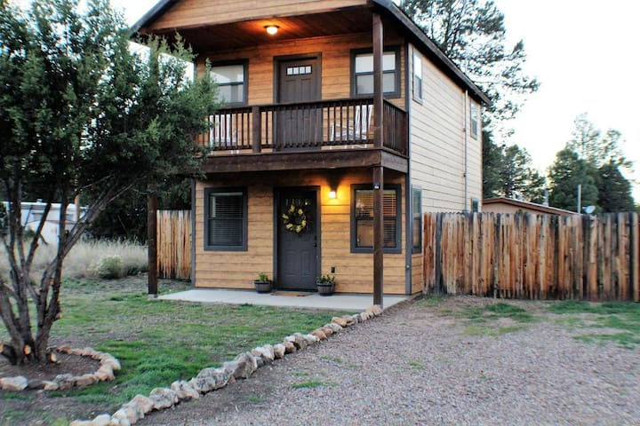 Cute and Cozy Cabin Ready for Your Adventures - Heber-Overgaard - House