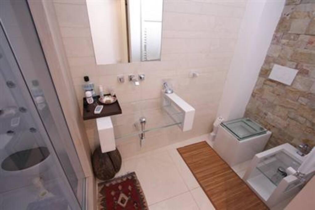 bathroom 1 - with sauna