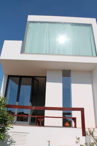 Architektenhaus in Strandnähe - Alcantarilha - Huis