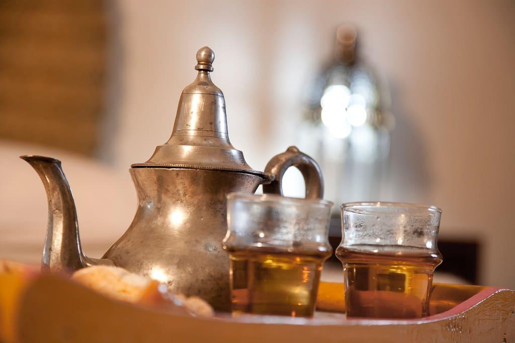 Nous vous offrons le thé dès votre arrivée afin de vous permettre de nous connaitre et de connaitre nos services, restaurant, excursions, taxis, sécurité.....