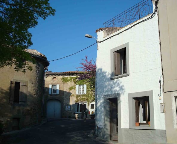 Village house south of Carcassonne - Taurize - Haus