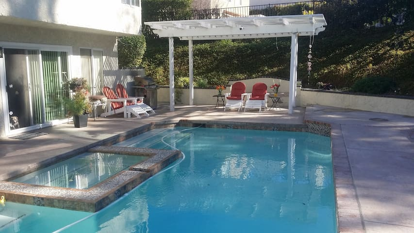 Sunset Hills Million Dollar Home - Thousand Oaks - House