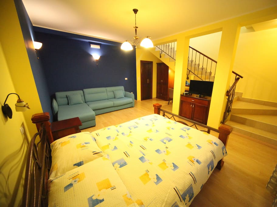 Luxury Double room - ReverseGallery type. Cable TV, Wi-Fi, excellent bathroom and sitting area.