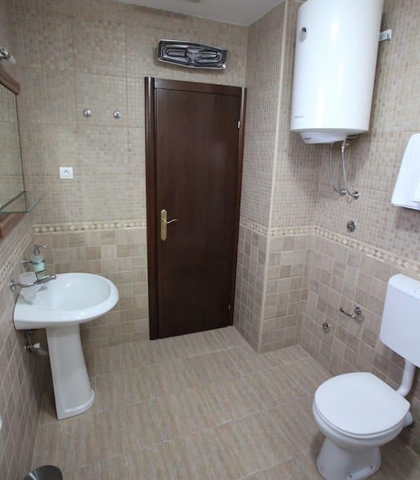 Rustic and spatious bathroom with unique ceramics.