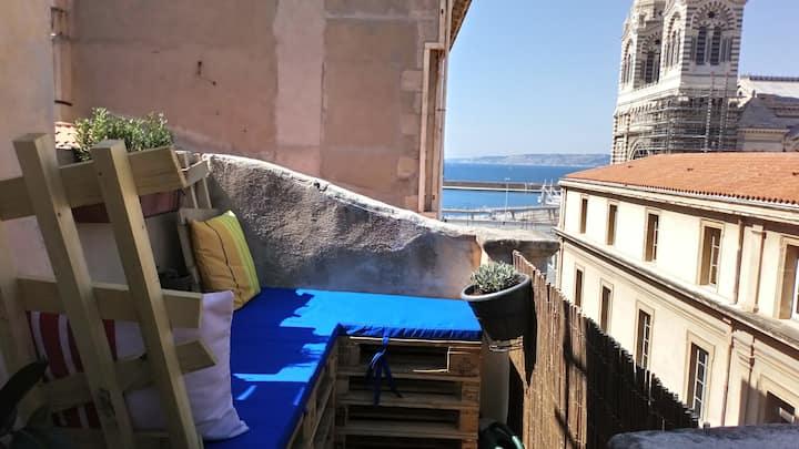 Appartement et terrasse vue mer et major au Panier