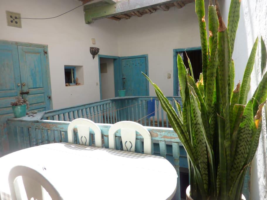 partie du patio pouvant servir de salle à manger