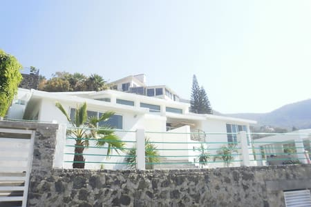 House with pool-View on golf green