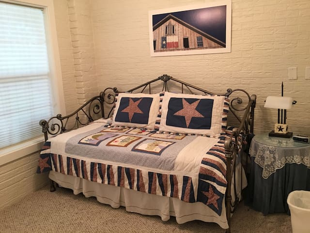 Seven Oaks - Five Bedrooms
