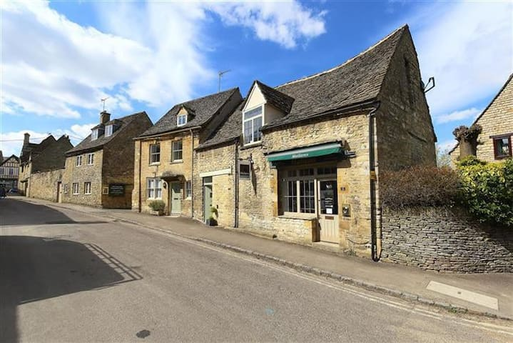 The Old Bakery, Burford, in heart of the Cotswolds