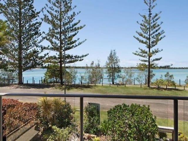 Stunning unit waterfront,Caloundra - Golden Beach - Appartement