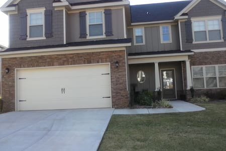 Private/Spacious Queen/Bed - Grovetown
