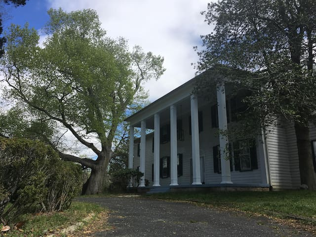 Linville (Historic Mansion Built in 1852)
