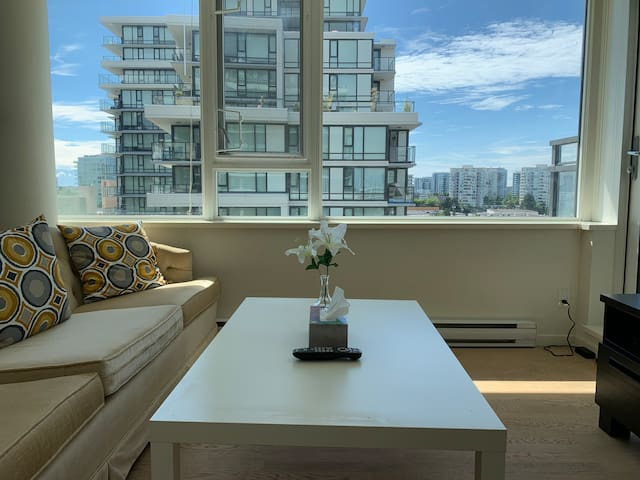 Great location & brandnew big2bd room in Downtown