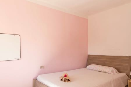 Pink room, 5 minutes from downtown - Palma