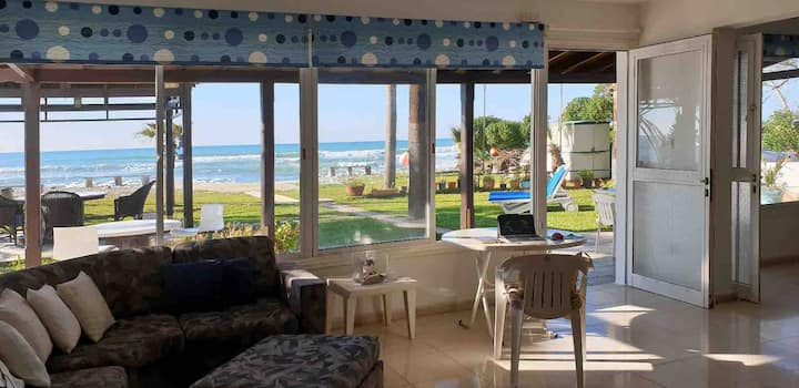 Beach House 20m from the sea in Perivolia -Larnaca