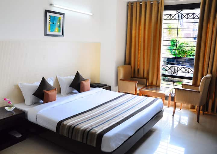 Warm and Comfortable stay in Noida near Amity Univ