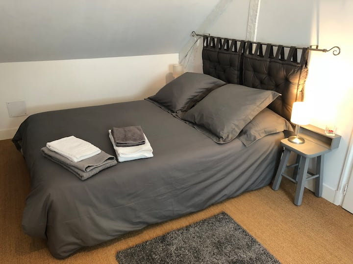 En Bourgogne, à la campagne, chambre tout confort.