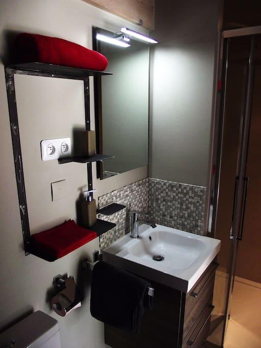 Une salle de bain confortable avec douche à l'italienne vous attend dans chaque salle de bain.
