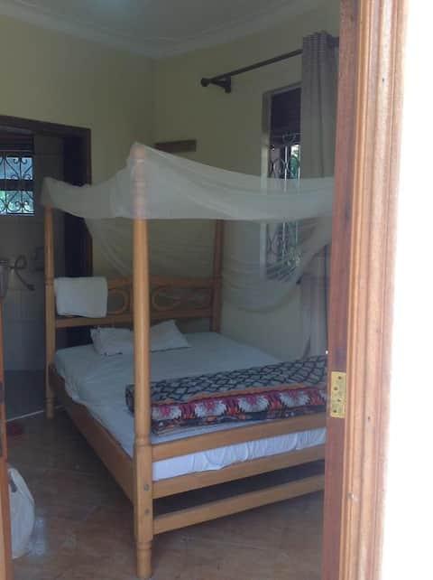 Bwindi Forest Safaris Cottages