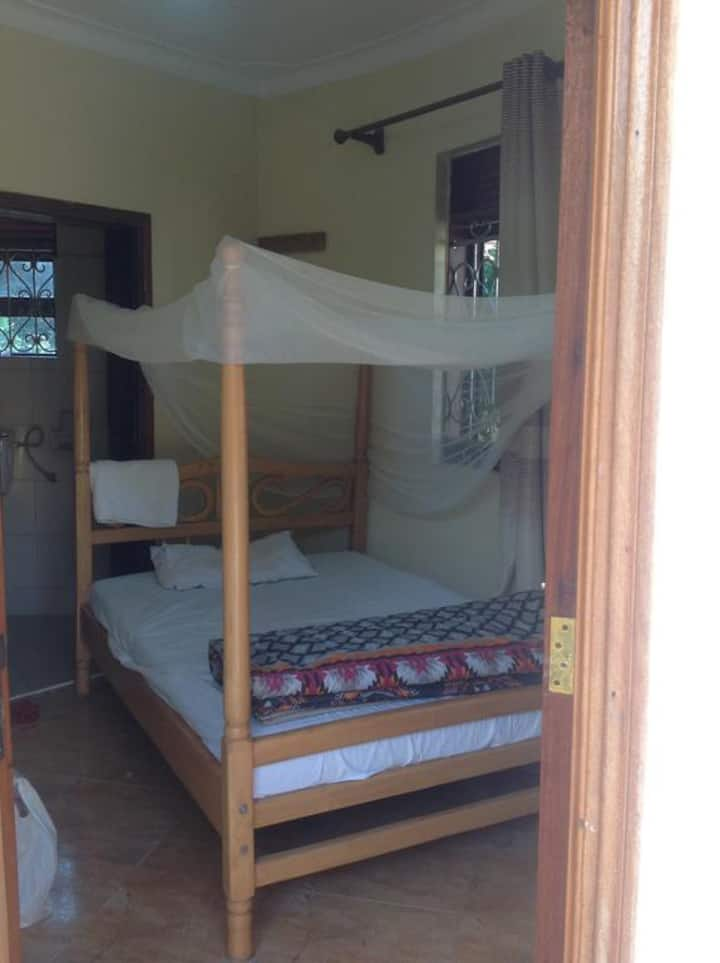 Bwindi Forest Safaris Cottages