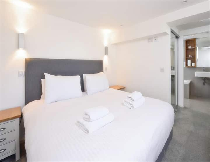 2Br/dlr/comfortable and quiet/homestay
