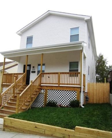 New Farmhouse in the City - Washington - Hus