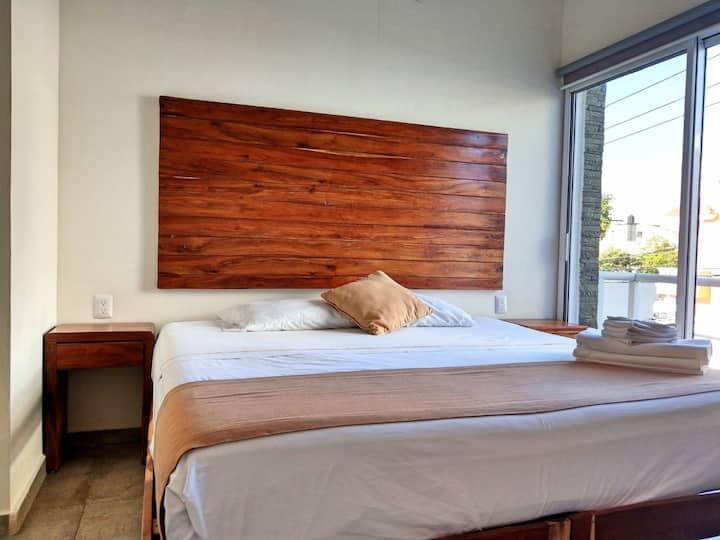 PN8 - KING BED Studio + Rooftop POOL + Fast WIFI!!