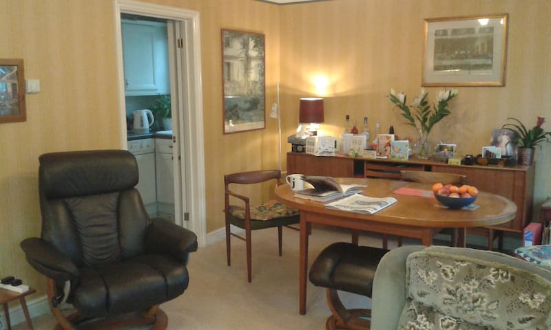 Comfortable Flat Near Hampton Court Palace Apartments For Rent In Molesey England United Kingdom