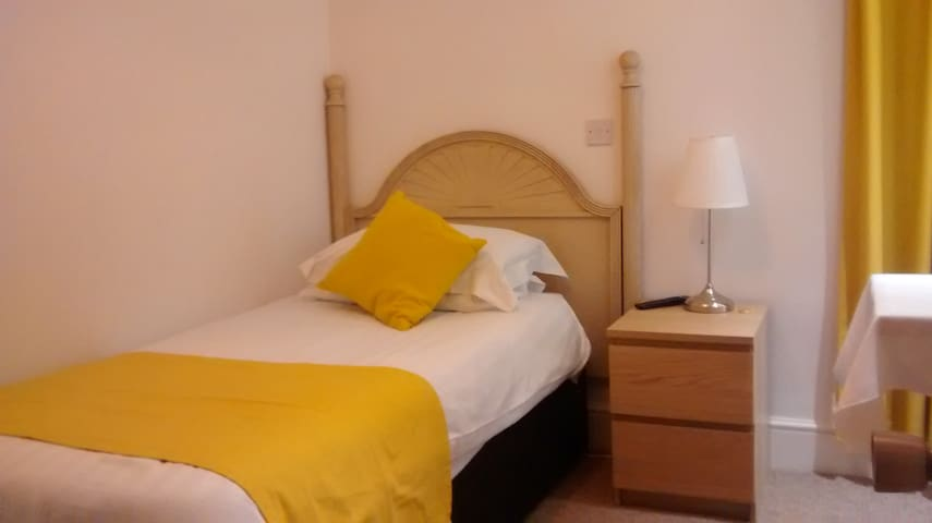 Single Room With ensuite - Northfleet - Bed & Breakfast