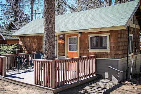 Sunset Cabin~Cute Lakeside Location~Cozy Living Room~Pet Friendly~Walk To Town~ - Lac Big Bear