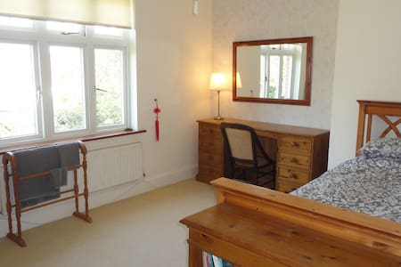 Quiet room No1, ideal business/tourist/autojumbles - Holbury
