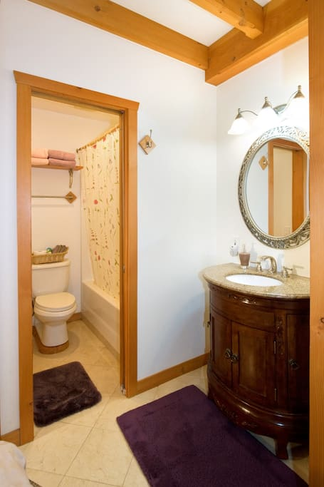 Coach room en-suite bath