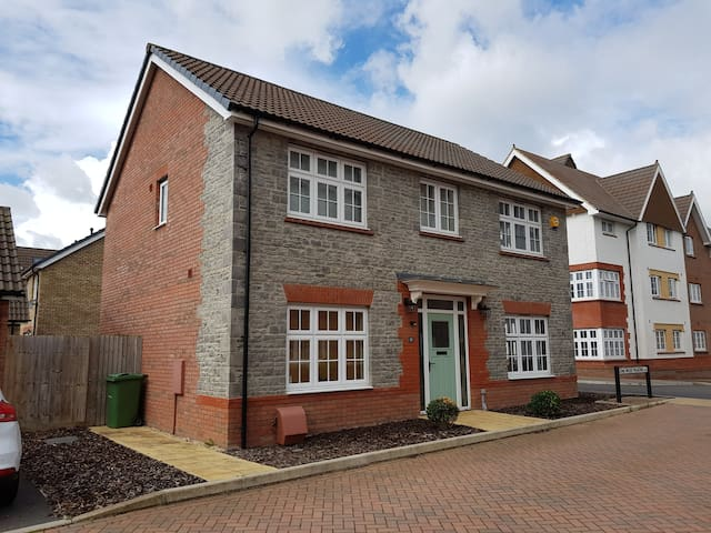 Large double bedroom available in Stoke Gifford