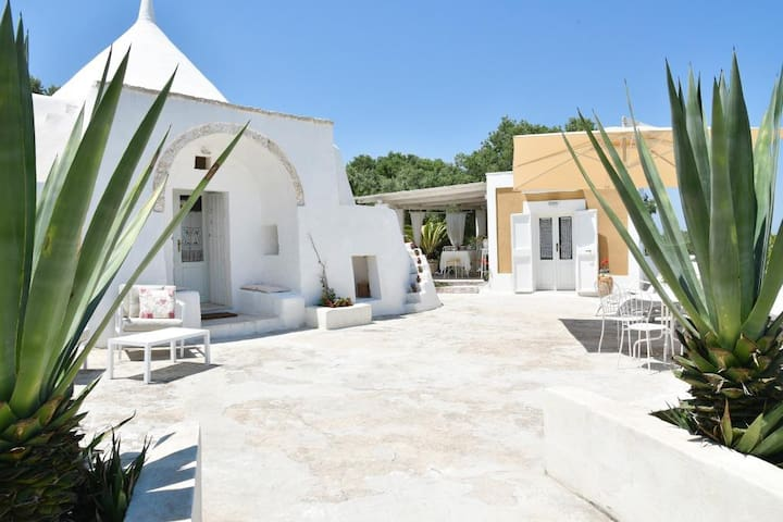 Roundhouse (Trullo) with sea view - Trullo Albamarina
