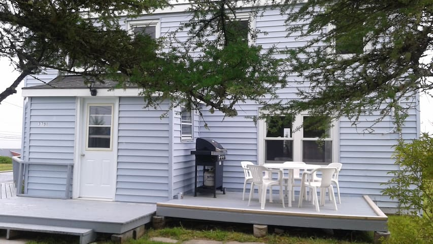 100+ Yr Old Charming 3 Bdrm in Scenic Sambro