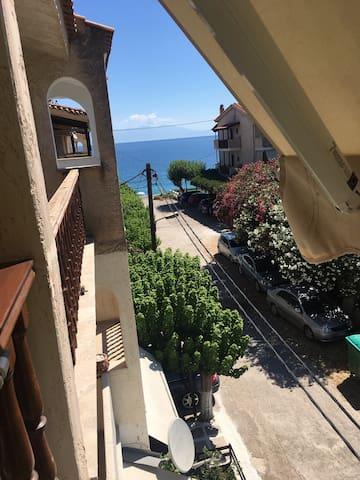 Διαμέρισμα δίπλα στην θάλασσα, παραλία Ακρατας