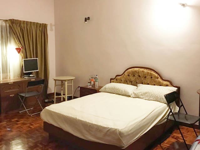 A Cosy Home at the Heart of TTDI, Kuala Lumpur - Kuala Lumpur