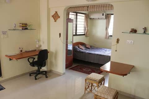A Quiet, Cosy Studio Apartment